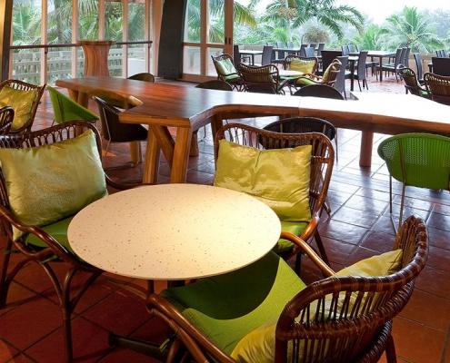 Holiday Inn Resort Van Lobby Bar